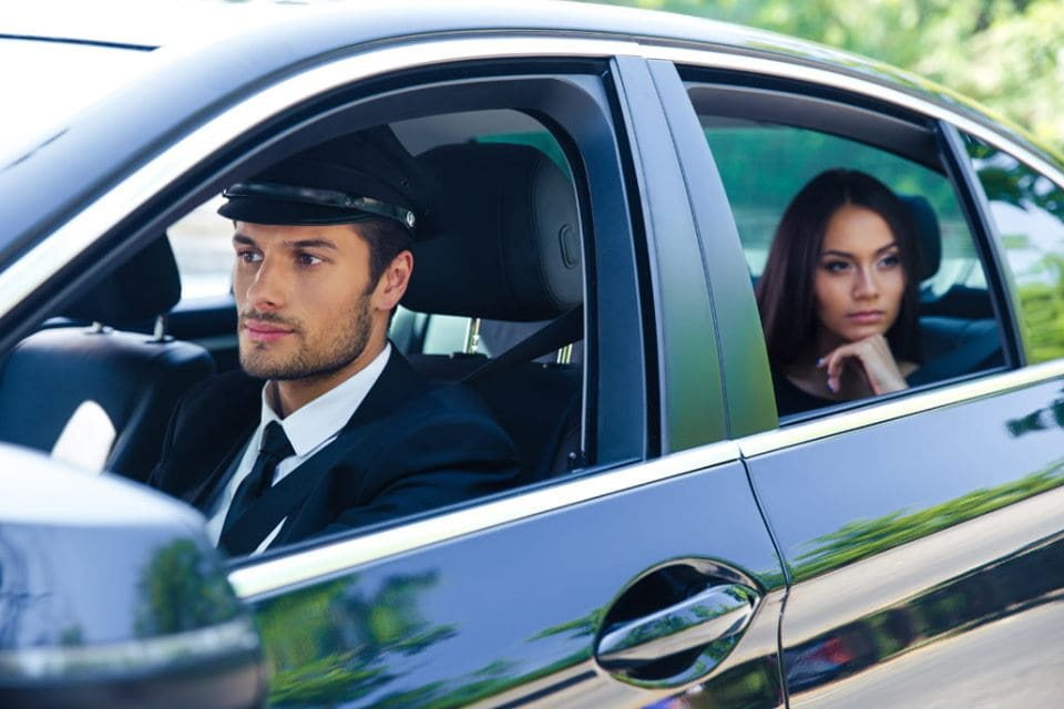 Reasons why you need to hire a chauffeur service in Dubai